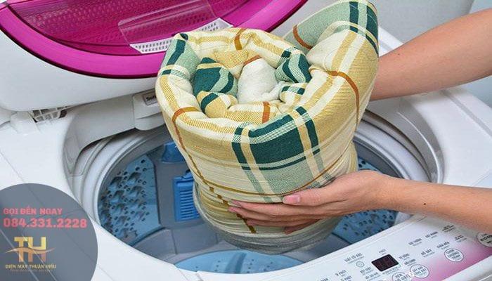 Bí Quyết Giặt Chăn Bằng Máy Giặt Ngay Tại Nhà